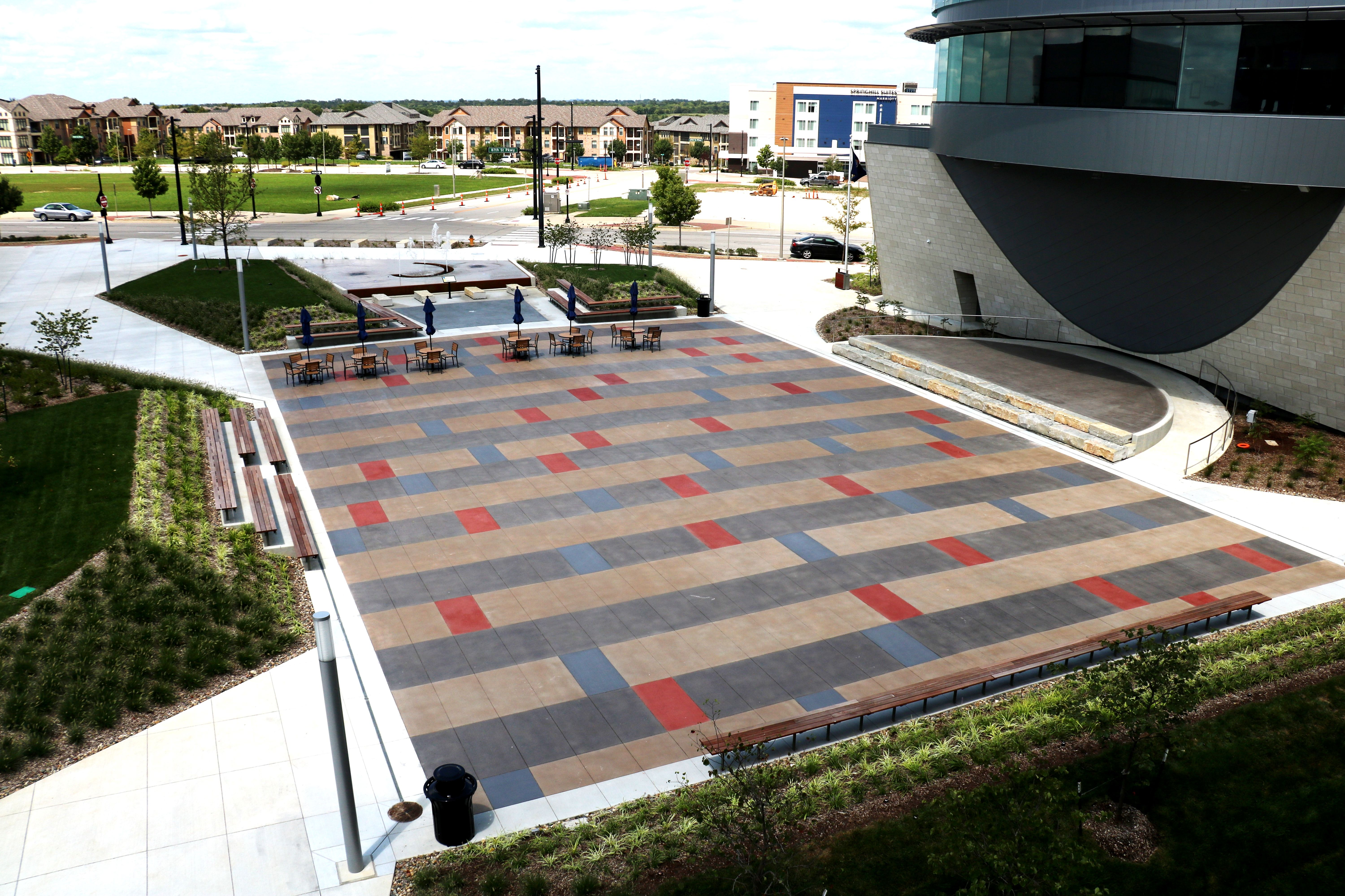 anite Sandscape Texture with Bomanite Con-Color is featured at the Lenexa Civic Center Festival Plaza and Bomanite Alloy at the History Node.